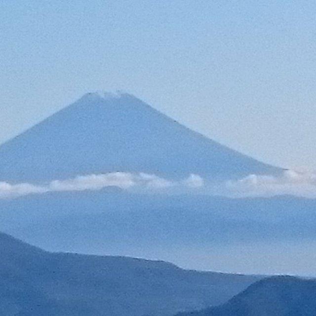 富士山初冠雪です。